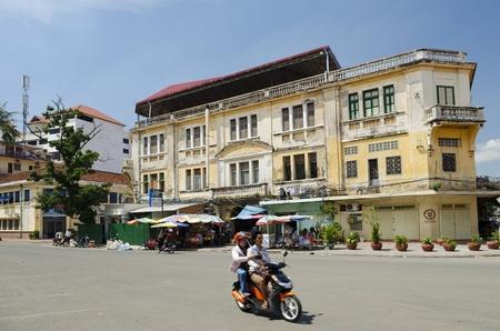 colonial building: edificio colonial franc�s en Phnom Penh Camboya