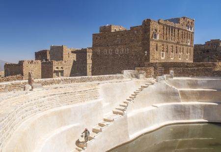 cisterna: cisterna de agua tradicional shibam pueblo yemen