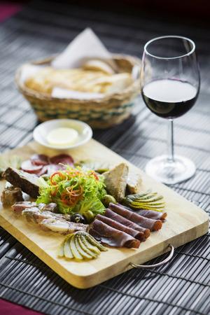 carnes: mixto franc�s tradicional gourmet embutidos y entrantes pat� plato Foto de archivo