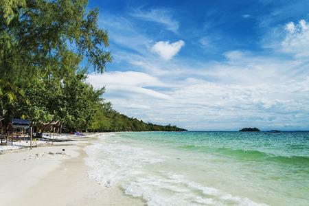 シアヌークビル カンボジアに近い栄島における静かな空の楽園ビーチ
