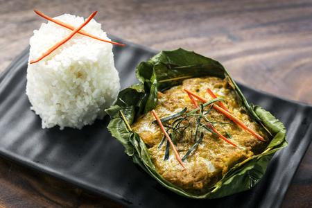 전통적인 캄보디아 크메르어 피쉬 아목 카레 식사 스톡 콘텐츠