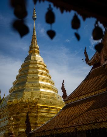 Wat Phra That Doi Suthep is a Theravada buddhist temple at beautiful near Chiang Mai, Thailand 版權商用圖片