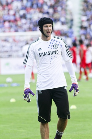 goal keeper: Bangkok Thailand ,24 July 2011 : Petr Cech Chelsea FCs Goal Keeper and Czech Republic in warm up session before a friendly match starting VS Thai Premier League All Star XI at the Rajamangala National Stadium with Chelseas 2011 Asia Tour