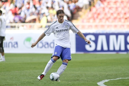 chelsea: Bangkok Thailand ,24 July 2011 : Fernando Torres , Chelsea FC striker and Spain in warm up session before a friendly match starting VS Thai Premier League All Star XI at the Rajamangala National Stadium with their Chelsea 2011 Asia Tour