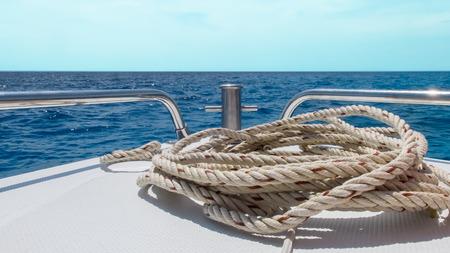 bateau: D�marrer Journey to the Concept mer, Vue de Speed ??Boat D�m�nager avec Seascape et Ciel sans nuage en arri�re-plan