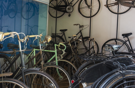 Group of Vintage Style Bicycles, Selective Focus. Indoor Shot. Imagens