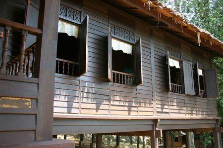 malay village: Casa de madera malayo