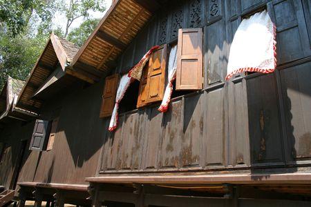 malay village: Vista lateral de una casa de madera malayo  Foto de archivo