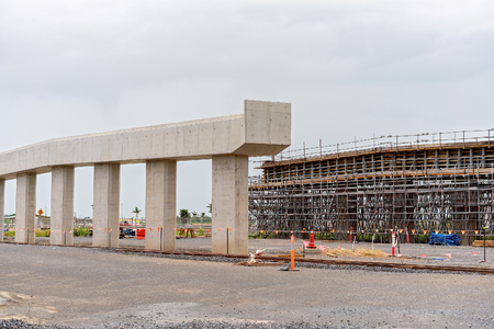 A road over pass being constructed of concrete and steel across a highway Imagens - 116224045