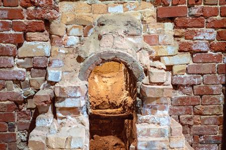 Un antiguo horno de alfarería de ladrillos que alguna vez se usó para cocer productos de arcilla