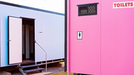 Gender specific demountable outdoor public toilets in pink for ladies and blue for men Imagens - 128283856