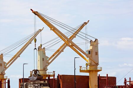 Cranes used for lifting cargo onto ships at a busy wharf 版權商用圖片