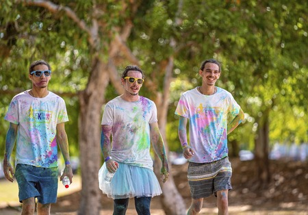 Mackay, Queensland, Australia - November 24th 2019: Three unidentified young men participating in the 5 K Colour Frenzy Fun Run in a public park Publikacyjne