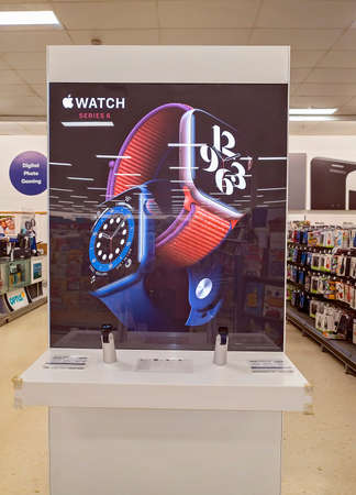 Mackay, Queensland, Australia - February 2021: Smart watches for sale in shopping center store Redactioneel