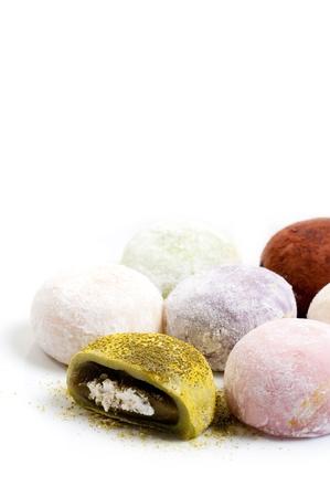 processed food: Giapponese pasticceria, mochi su sfondo bianco Archivio Fotografico