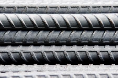 Des tiges d'acier ou de barres utilisées pour renforcer le béton, fond