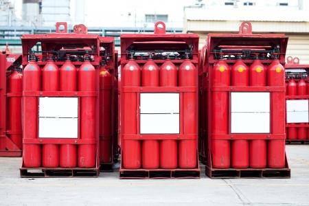 hidrogeno: rojas cilindros tanque de hidr?o Foto de archivo