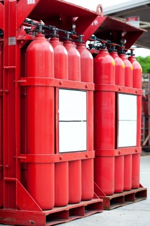 hidrogeno: rojas cilindros tanque de hidr�geno Foto de archivo
