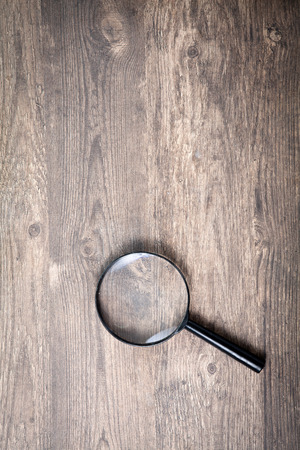 len: Magnifying glass on wood table