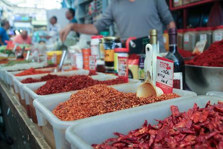 Spice Stall in Shuk Stockfoto - 65458574