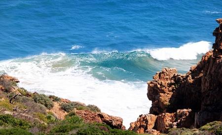 pinnacle: Visualizzazione delle onde da scogliera a Pinnacle Point, Sudafrica Mosselbay Archivio Fotografico