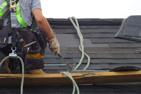 roofer construction roof repair rope security worker