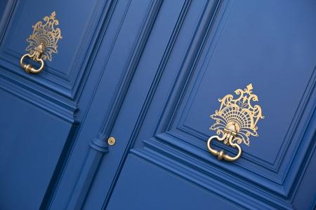 Double wooden door with old metal knobs, in Bordeaux