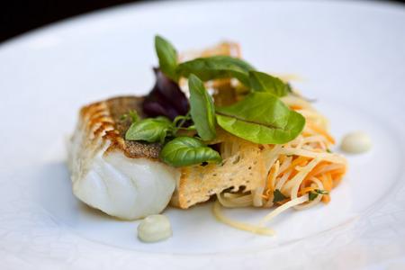 Cod fillet, toast and vegetables
