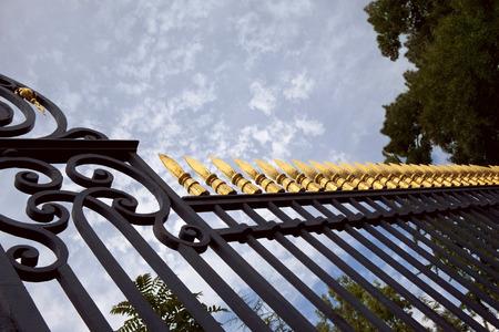 Smeedijzeren hek van een park