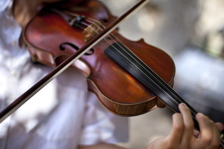 solo violinist: Playing the violin
