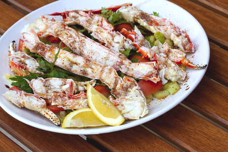 fres: Crab claws and mixed salad