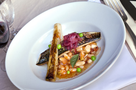 gastronomic: Mackerel fillet, leeks and beans