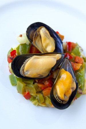 platen: Close up of mussels and peppers on a plate