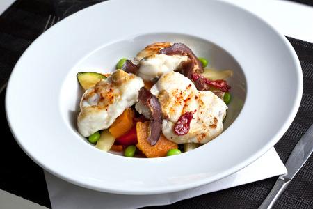 lota: Lota, jam�n de pato y verduras en un plato