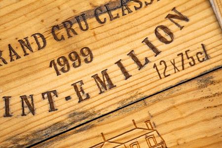 Sluit omhoog van een houten wijndoos Stockfoto