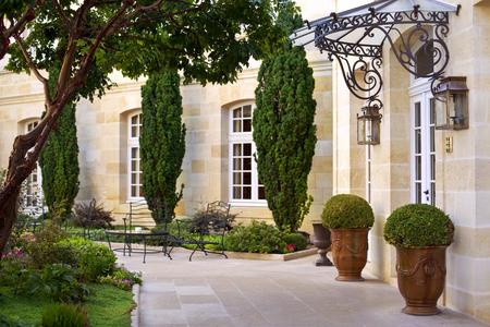 Garden and terrace of a luxury French mansion near Bordeaux Foto de archivo