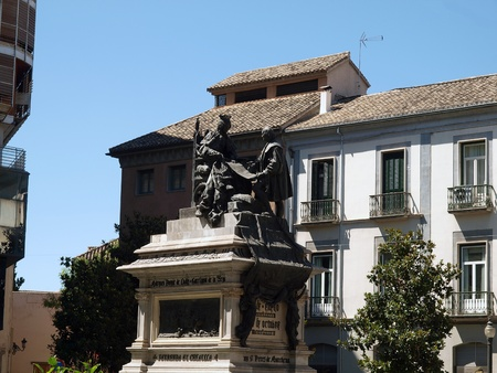queen isabella: Statue of Isabella the Catholic and Christopher Columbus in Granada -Spain