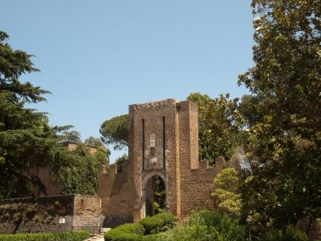orvieto: Paredes viejas de la ciudad en Orvieto
