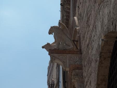 priori: Detail  of portal of Palazzo dei PrioriCity Hall in  Perugia