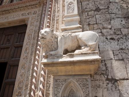 priori: Lion-parte del portale di Palazzo dei Priori  Municipio  a Perugia Archivio Fotografico