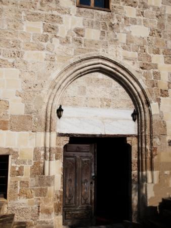 tarsus: L'ingresso alla vecchia moschea chiamato come Moschea Chiesa a Tarso, in Turchia