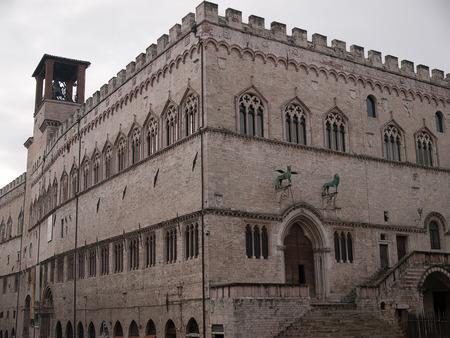 priori: Veduta di Palazzo dei Priori-City Hall a Perugia