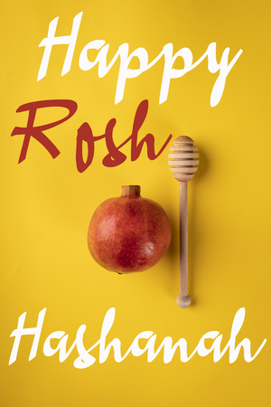 A composition of traditional symbolism on the occasion of the Jewish holiday of Rosh Hashanah Standard-Bild