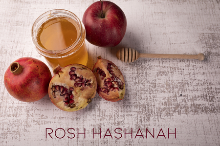 A composition of traditional symbolism on the occasion of the Jewish holiday of Rosh Hashanah Imagens