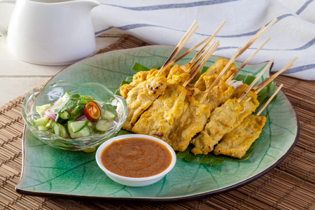 Grilled pork served with peanut sauce or sweet and sour sauce, Thai food Banque d'images