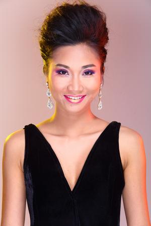 Schwarze Offene Schultern Abendkleid-Ball-Kleid In Der Asiatischen ...