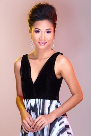 b81b4369a  87065820 - Hombros abiertos negros Vestido de bola de vestido de noche en  la moda de mujer hermosa asiática maquillaje Peinados para proclamar alto
