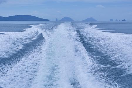 Wave pattern form my boat Фото со стока