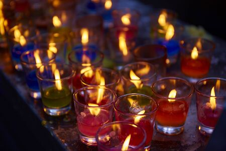 Group of burning candles light in glass Banque d'images