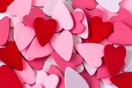 simbolo de la mujer: Pila de corazones rojos y rosados. se puede utilizar para el amor, rom�ntico, d�a de San Valent�n, la caridad, la pareja y los temas del coraz�n Foto de archivo